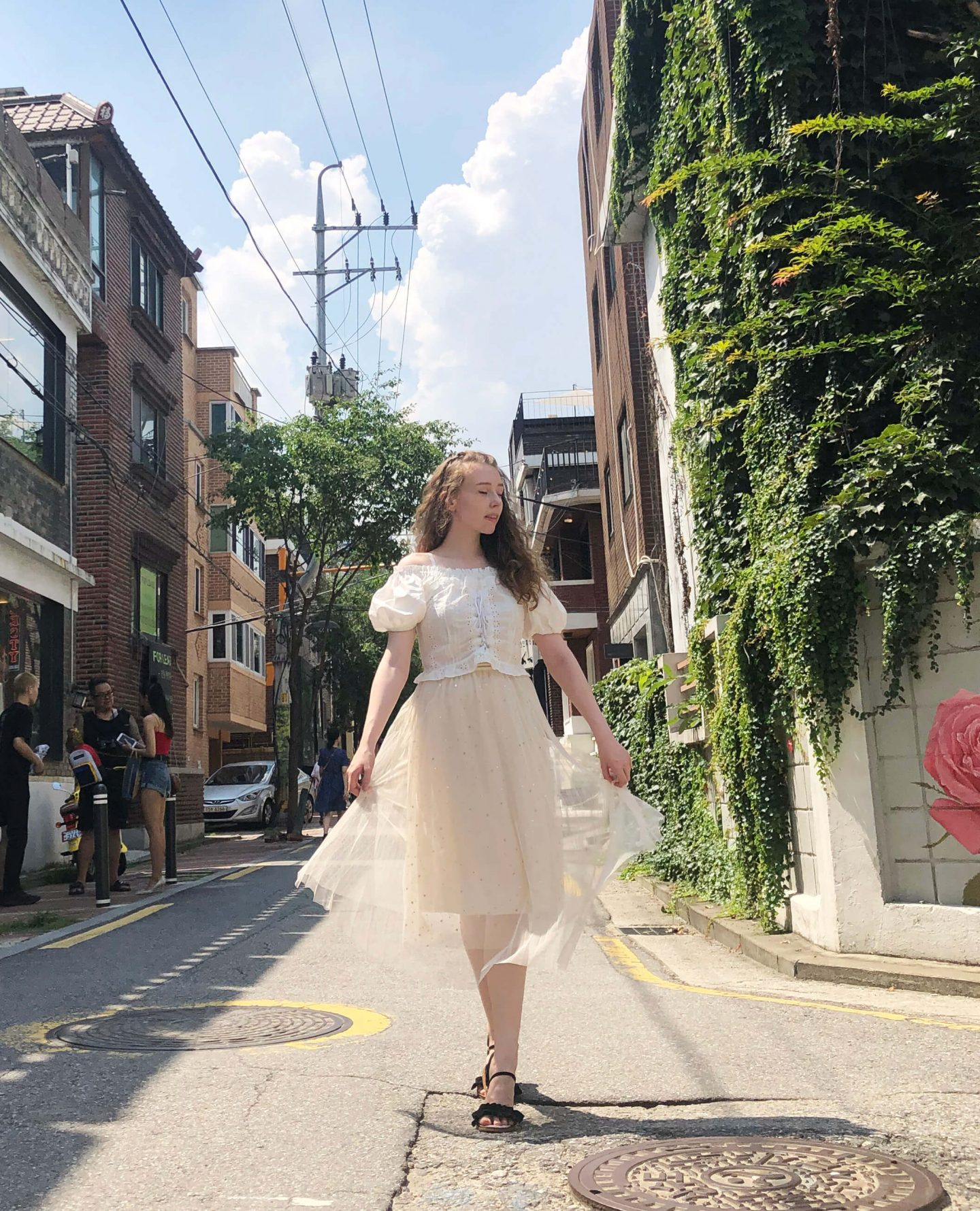 styling broderie anglaise summer fashion trends